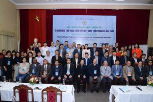 """VNU Central Institute for Natural Resources and Environmental Studies held the international scientific conference on """"Marine plastic pollution in Vietnam: Current situation and solutions""""."""
